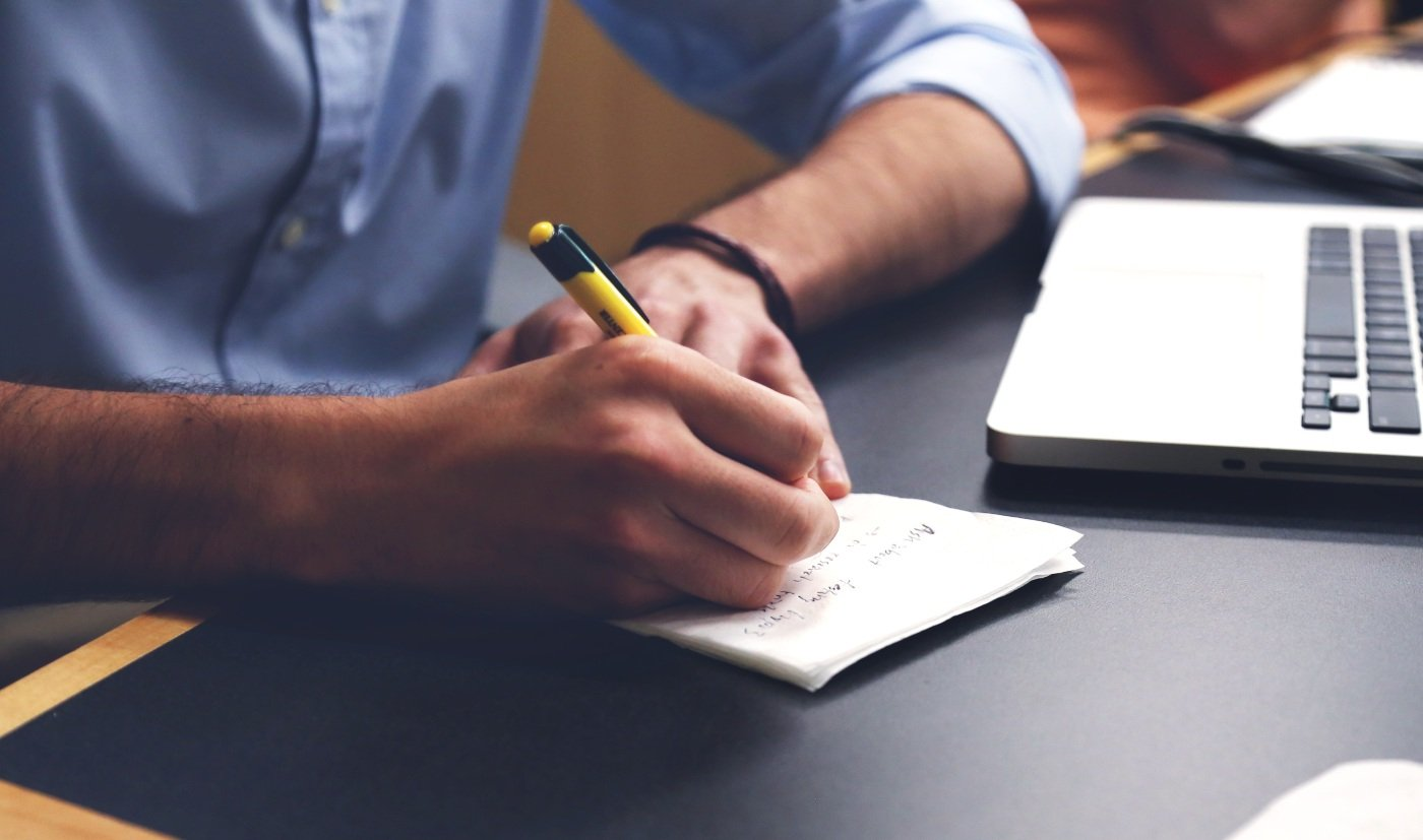 desk-computer-writing-hand-working